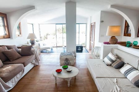 Beautiful villa set in the green - Sant Josep de sa Talaia