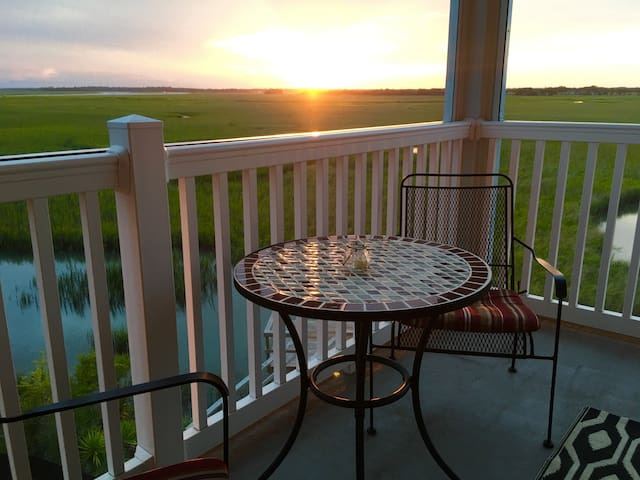 Sunset Retreat ~ 3BR/3BA with a POOL and Marsh Views!!