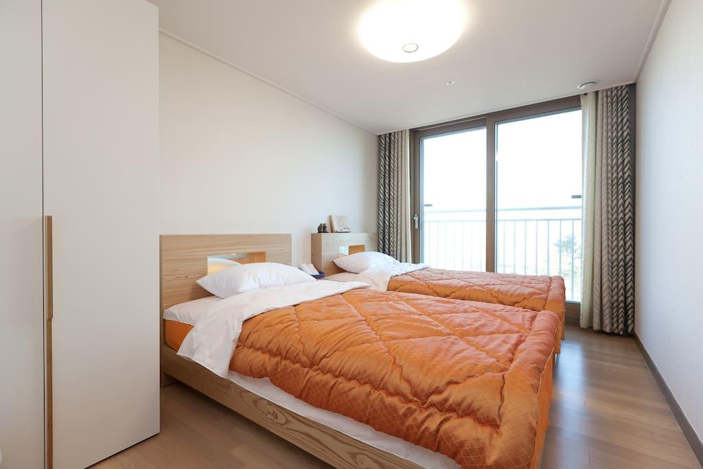 good view room twin 2 single bed chambres d 39 h tes louer cor e du sud. Black Bedroom Furniture Sets. Home Design Ideas