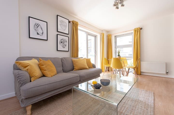 Stunning Bright 2BD-2BA | Parking | Central Line