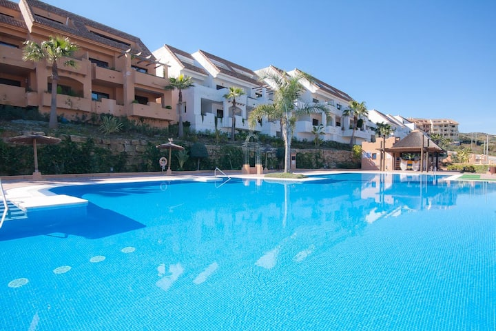 Luxury 3 bed apartment in Duquesa Village