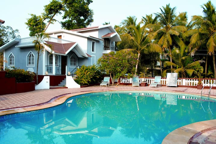 3 Bedroom Luxury Villa with Pool in Candolim, Goa - Candolim - Villa