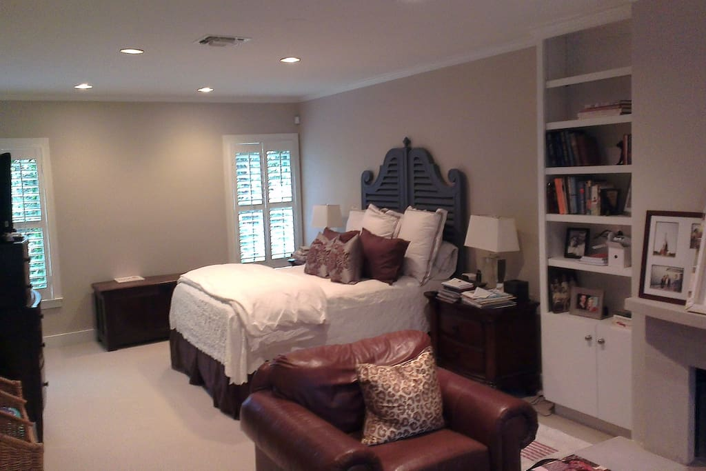 Oversized master bedroom w fireplace, walk in closet and outside courtyard!