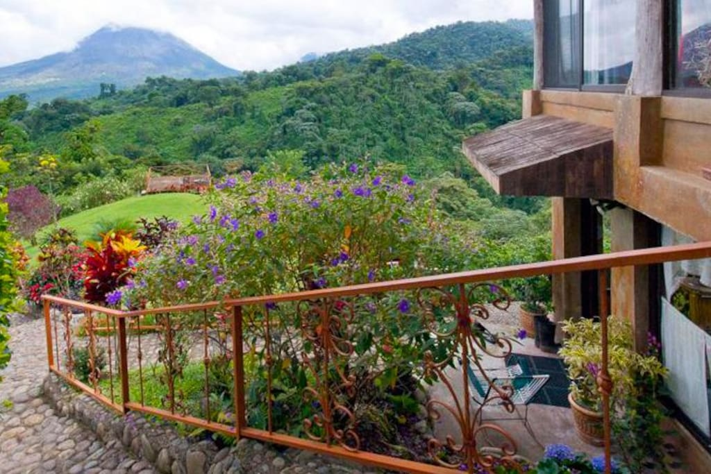 LA FORTUNA- VOLCANO VIEW SUITE $180