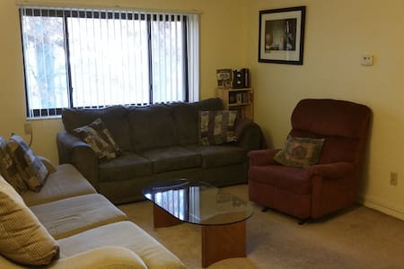 Comfy Edgewood Apartment - Pittsburgh
