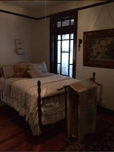 Room #3; Room in historic home - Galveston - Bed & Breakfast