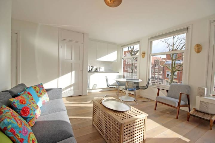 Bright & comfortable apartment in the Jordaan | 4P