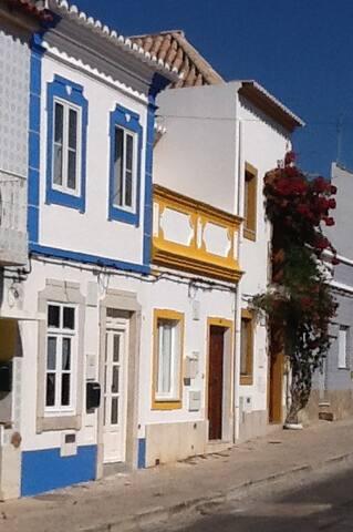 Casa azul Tavira (town centre) - Tavira - Hus