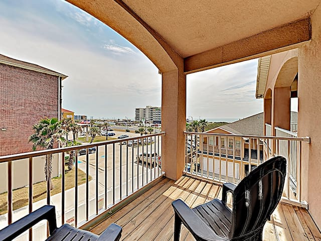 The master bedroom balcony provides Gulf views.