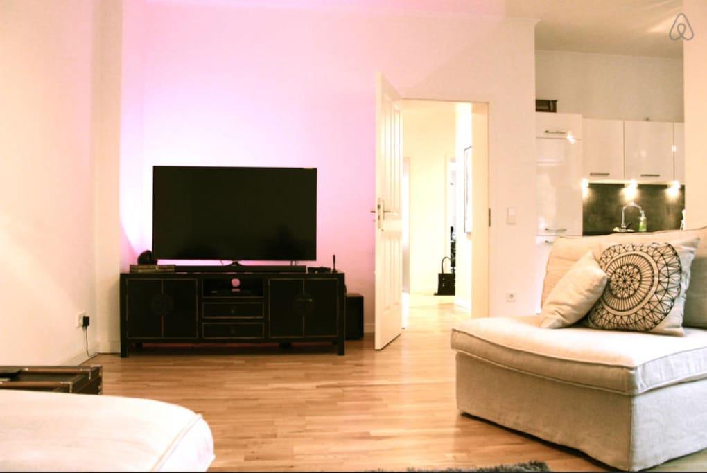 Livingroom - Smart TV + Apple TV and Soundsystem