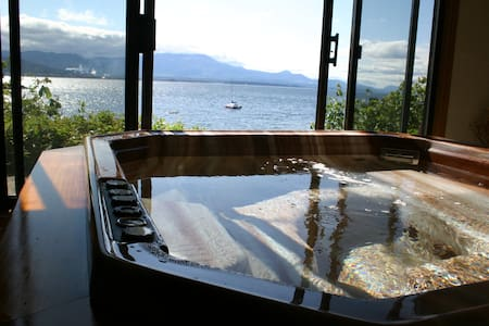 Private oceanfront suite with hot tub - Salt Spring Island - Bed & Breakfast