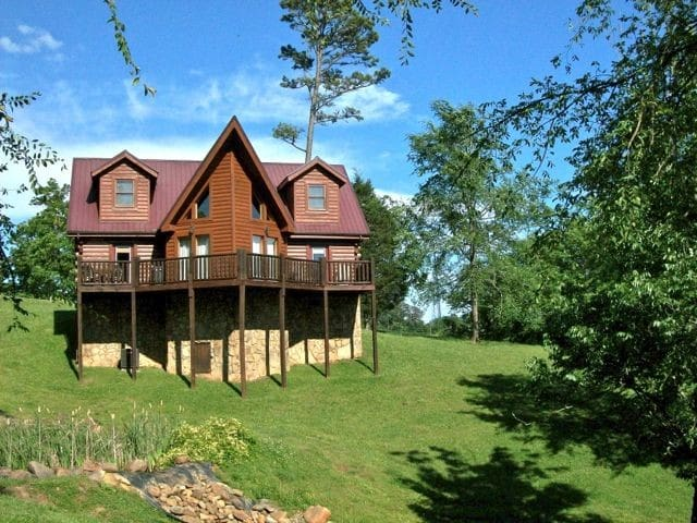 Lily's Pad Pigeon Forge Log Cabin, Sleeps 8, WiFi