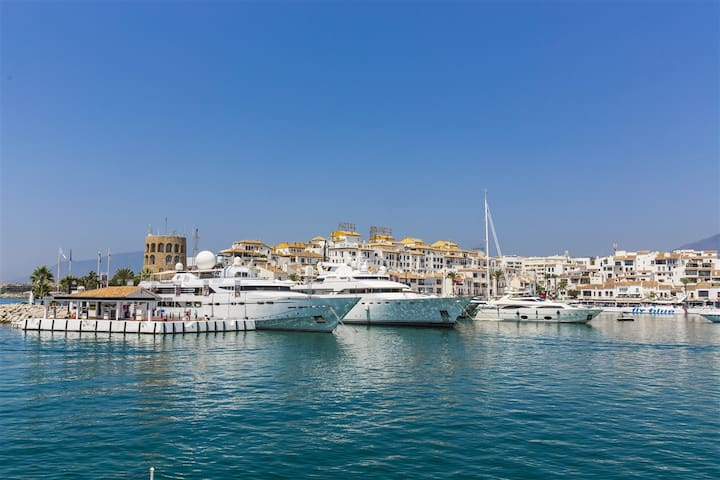 Puerto Banus Canovas Marbella (VC)