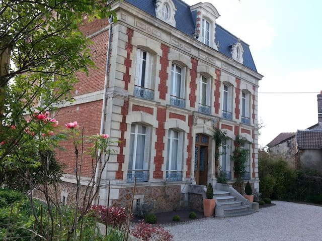 Mansion between Paris & Champagne - Neuilly-Saint-Front - Huis