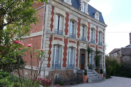 Mansion between Paris & Champagne - Neuilly-Saint-Front - Casa