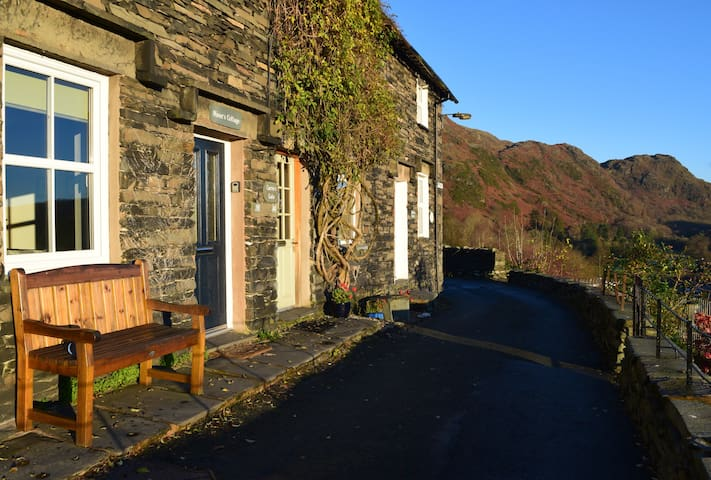 Miner's Cottage, with lake view - Coniston - Huis