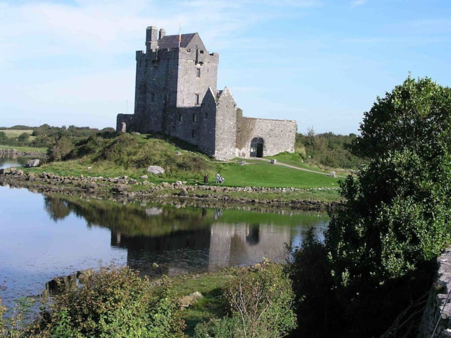Banquets at Dunguaire Castle, at the entrance to the village