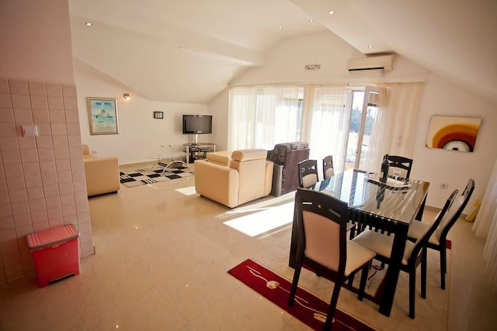 Villa Andric, app 8 - Petrovac - Pis