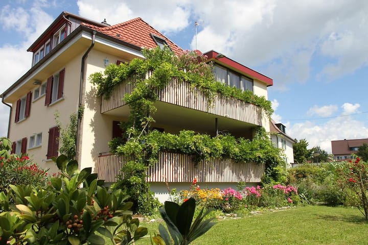 "Charming ""Flair Vacation Apartment Lilie"" with Wi-Fi, Shared Garden, Sauna & Jacuzzi; Parking Available"