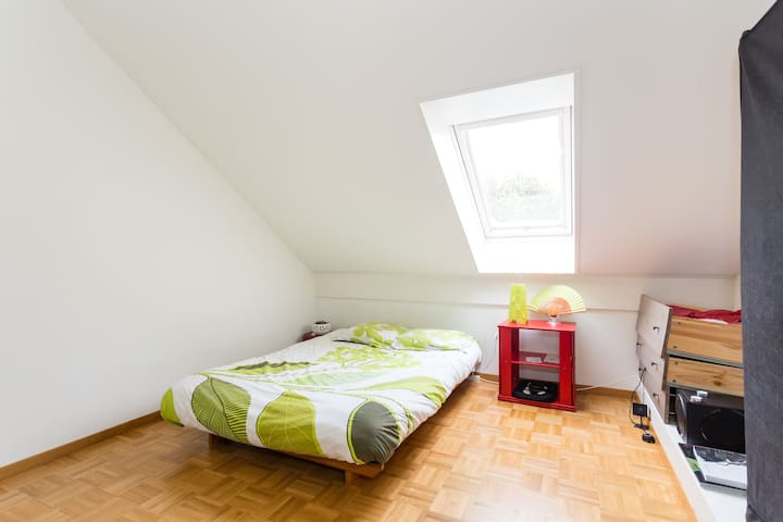 Cozy room 2mins from station - Gland
