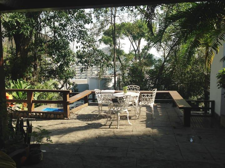 Suíte em Casa Rústica no Alto Jardim Botânico