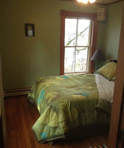 Heartwood Farmhouse Private Rm #2 - Bethel