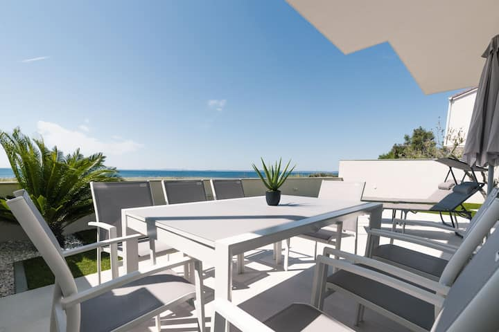 CROWONDER REITERERS VILLA 30 M FROM THE SEA (4+2)