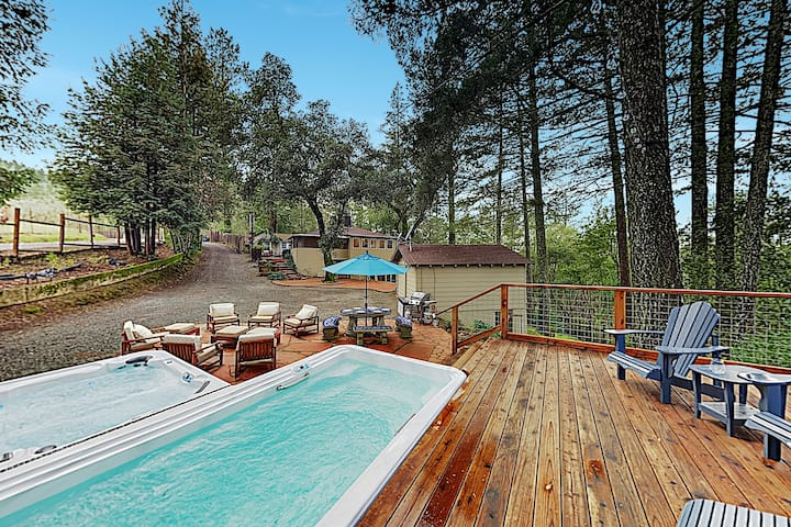 Luxe Vineyard-View Hideaway w/ Swim Spa & Hot Tub