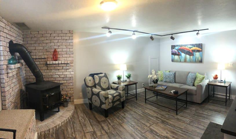 Sparkling clean apartment! Close to ski areas!
