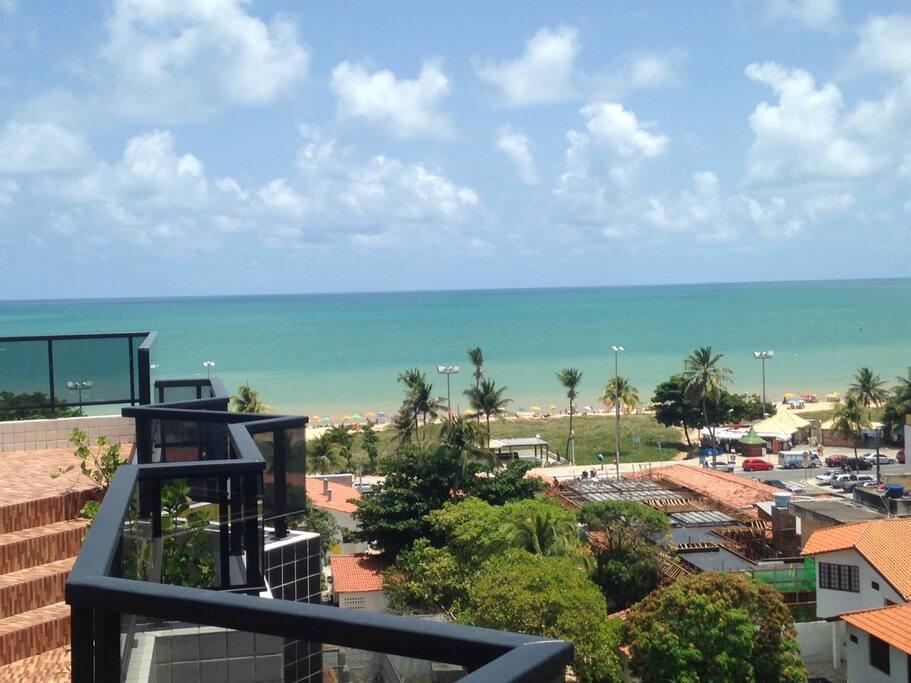 Vista mar para a Praia do Cabo Branco, a melhor praia urbana da Capital Paraibana