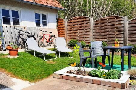 Großzügige 2-Zimmer Wohnung mit eigenem Garten