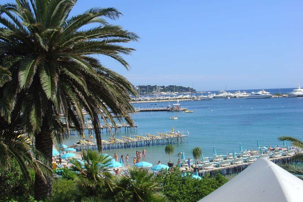 nice modern apartment cote d 39 azur apartments for rent in antibes provence alpes c te d 39 azur. Black Bedroom Furniture Sets. Home Design Ideas