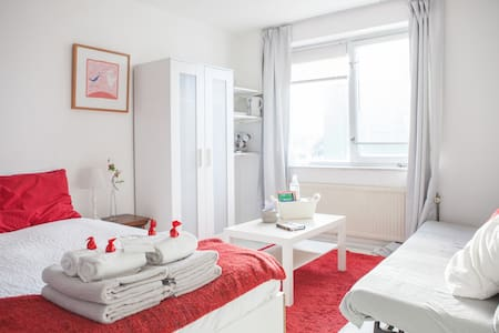 The Room Downstairs - Free parking - Amsterdam - Bed & Breakfast
