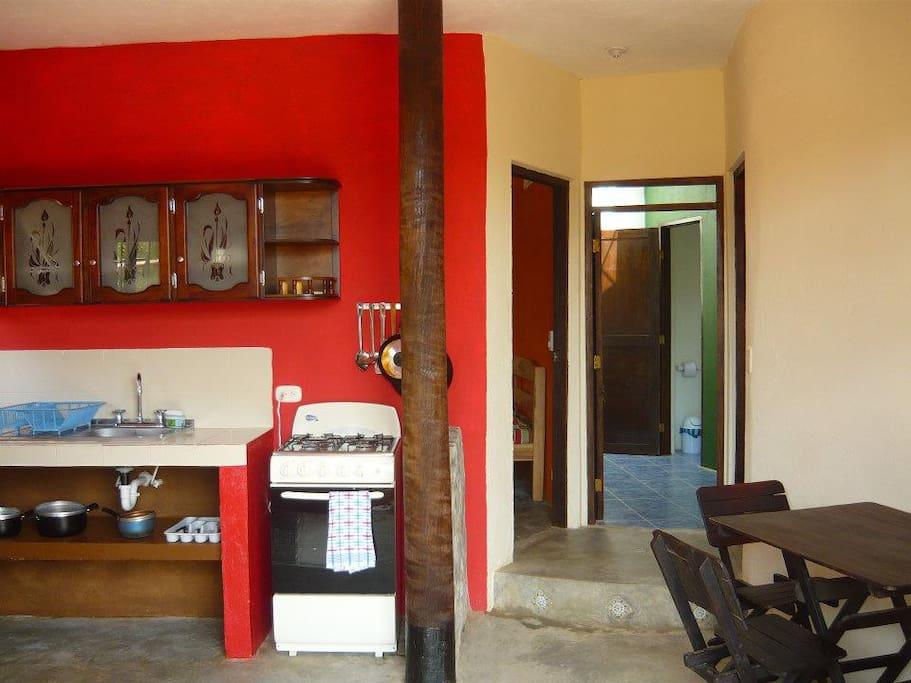 Full furnished kitchen/Cocina equipada
