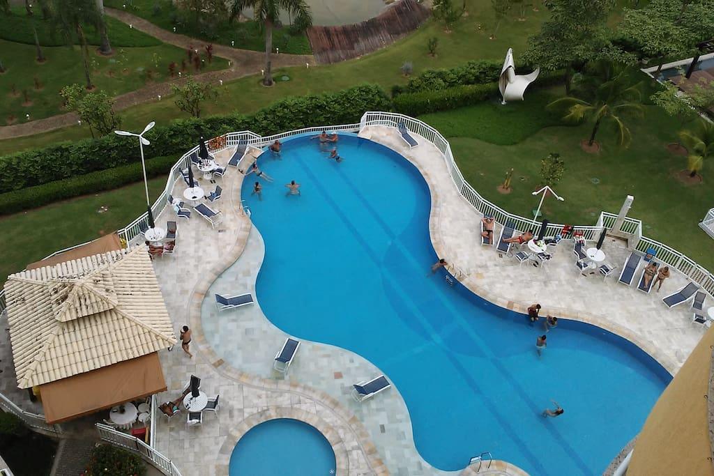 piscina do condomínio - vista da varanda