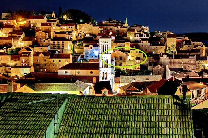 > Position of the Papafava house in old town HVAR