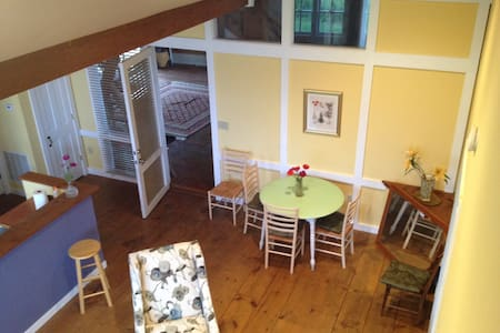Over the Mountain Farm - 3BR APT - Bed & Breakfast