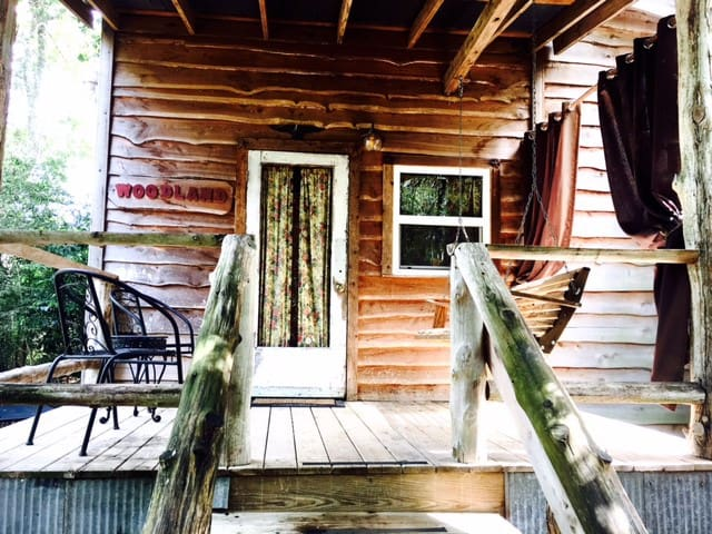 The Woodland Cottage near Brenham, Texas - Brenham - Kabin