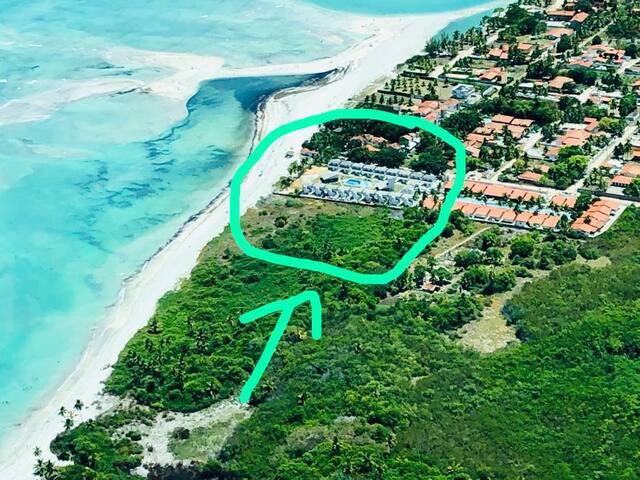 Casa em condomínio à beira mar na praia do Sossego