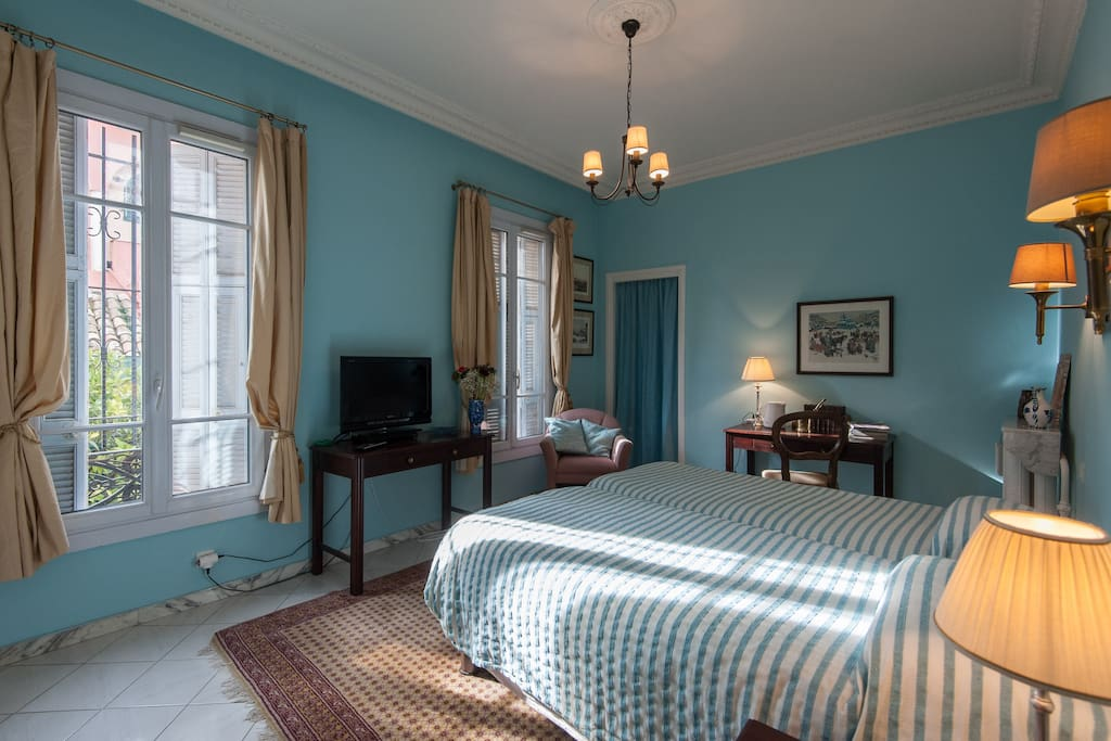 B b parc imperial the aqua room chambres d 39 h tes for Chambre d hotes nice