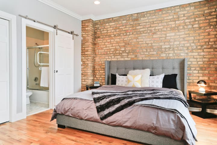 Lights! Camera! Action! Cool Space! - Chicago - Loft
