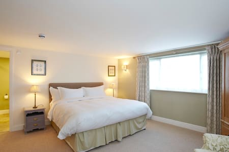 Room Name: Alfa Romeo @ Fantinos - Sowerby - Bed & Breakfast