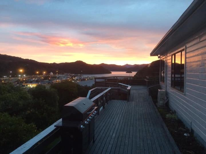 Birdsong galore, stunning views & luxury in Picton