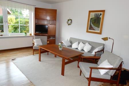 87qm Ferienwohnung im EG mit Garten - Bad Zwischenahn - Apartamento
