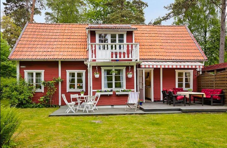 Nyrenoverat sommarhus granne med Ystad Saltsjöbad