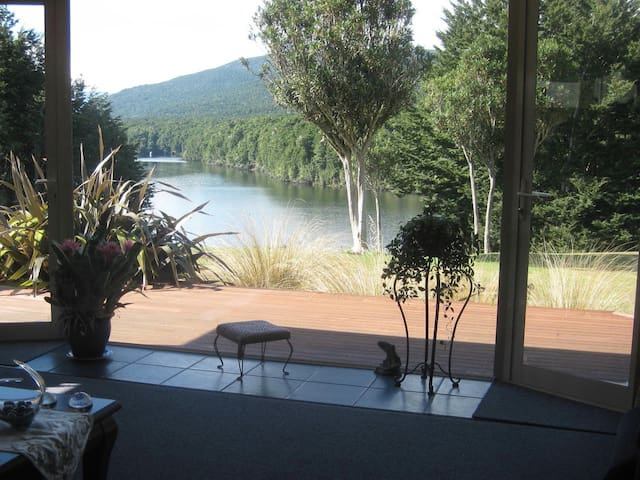Majestic Manapouri Memories at Riverside Cottage - Manapouri - Dom