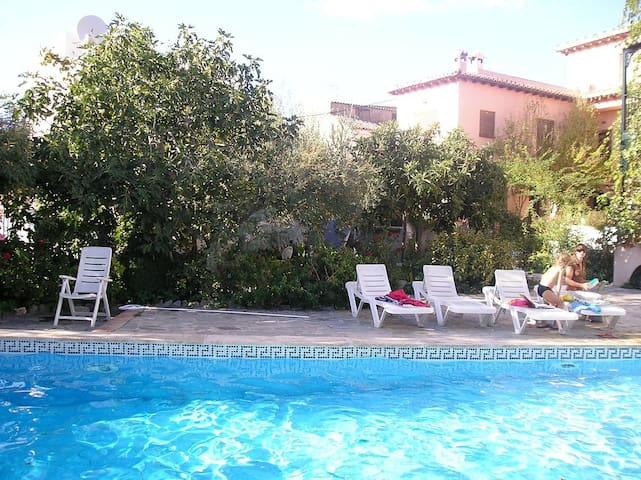 Lovely house/pool, WiFi, nr Granada - Lecrín - Huis