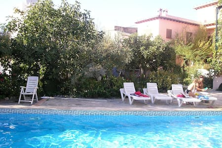 Lovely house/pool, WiFi, nr Granada - Lecrín - Rumah