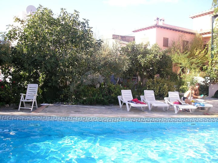 Lovely house/pool, WiFi, nr Granada