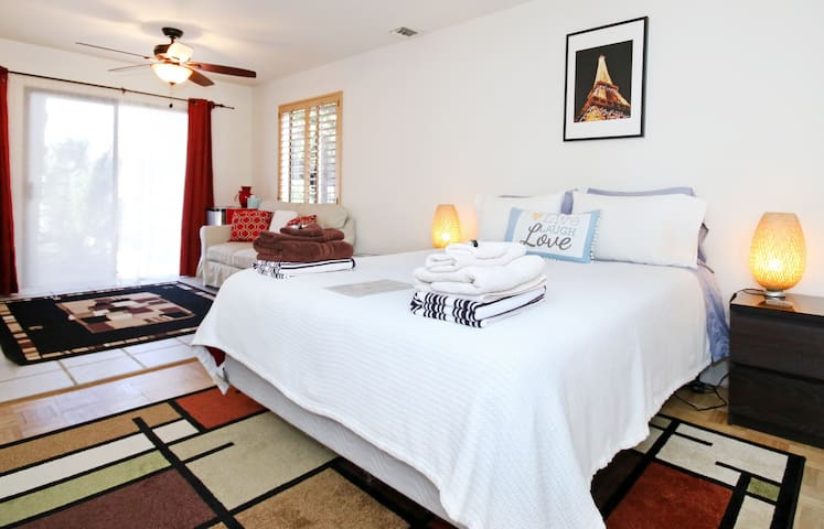 Spacious Private Room & Bath & Parking in PB (1)